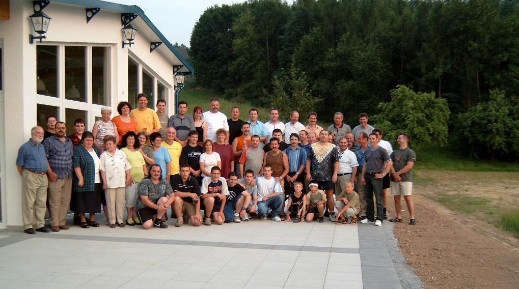 2003_Clubhausbau-330_opt_Fertigstellung_Gruppenbild